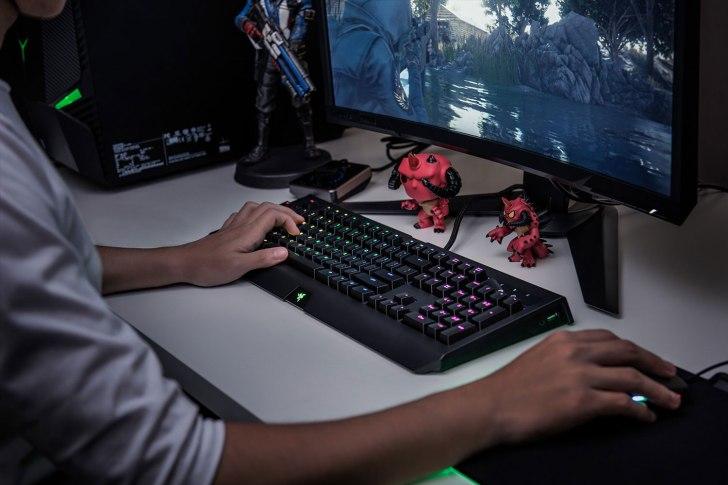 Razer ゲーミングキーボード BlackwidowChromaV2