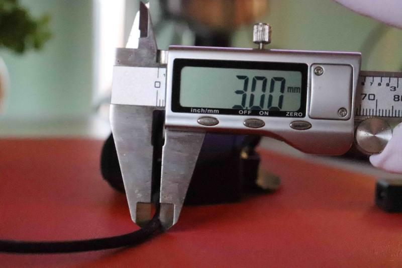 「G502WL」のケーブル径(実測3mm)