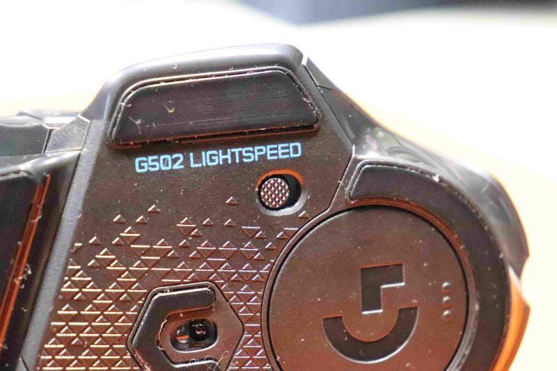 「G502WL」の電源スイッチ