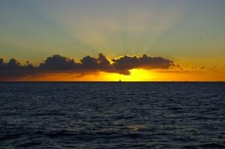 ハワイ沖に沈む夕陽