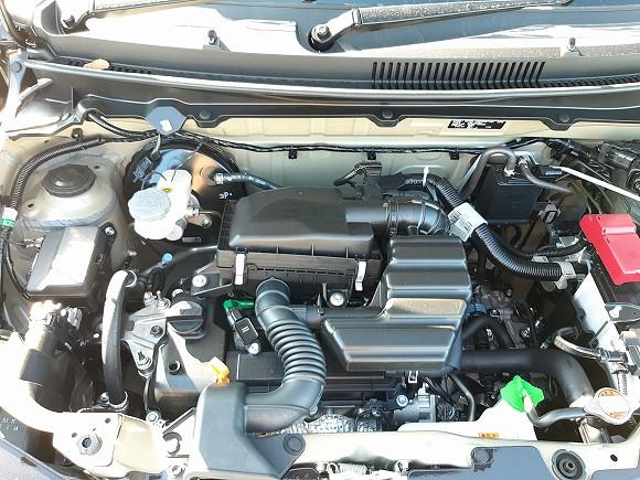 自然吸気の66ccエンジン。