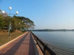 タイクラビの川沿いの景色