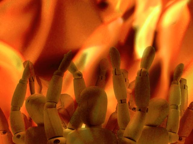 お盆に地獄の釜が開くイメージ