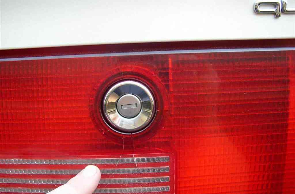 Replacing a cracked tail light reflector lens