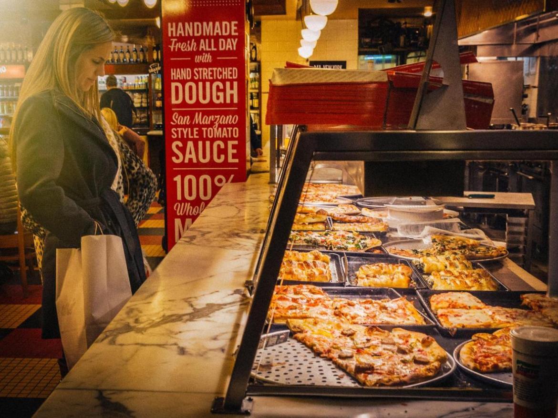 Una pizza in stile NYC è un must per gli amanti del genere