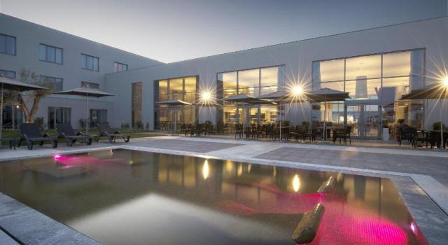 Passagem de ano 2017 em vora hot is para o reveillon for Hoteis zona centro com piscina interior