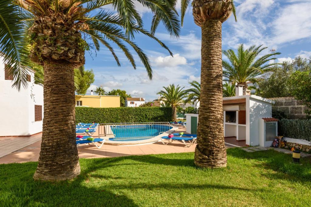 The las palmeras 10 apartments is located in nerja, town of malaga, just five minutes away from balcón de europa, very close to playa torrecilla. Apartamento Las Palmeras, Cala Blanca - Updated 2019 Prices