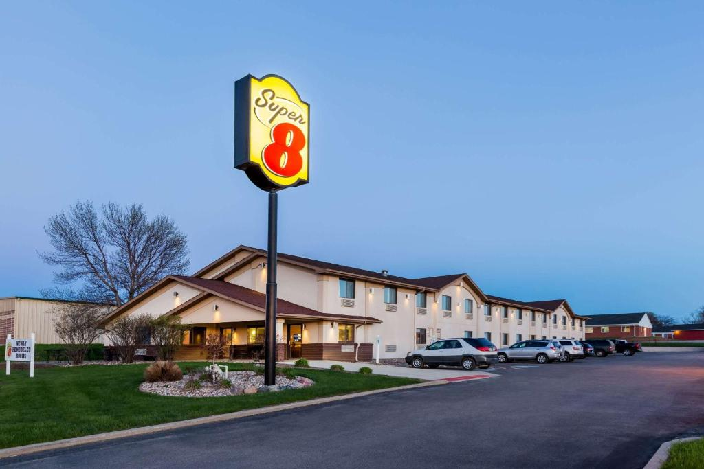 Hotel Super 8 by Wyndham Spirit Lake Okoboji  IA   Booking com Gallery image of this property