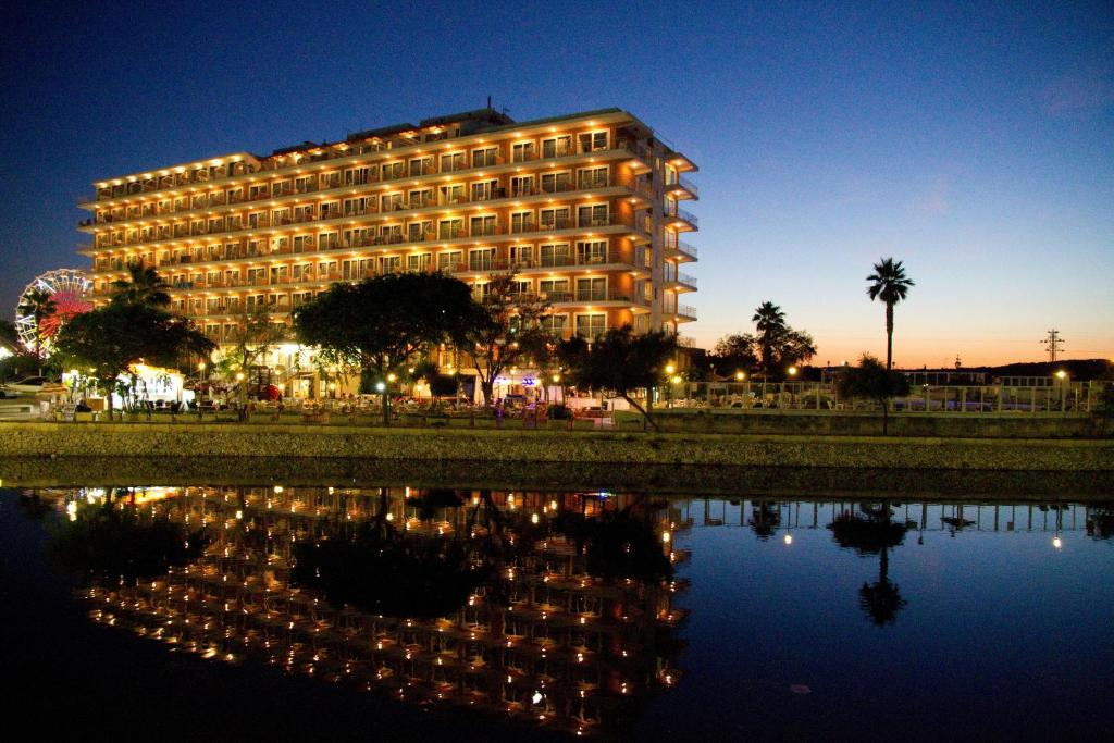 Apartamentos Playa Moreia SIllot Spain