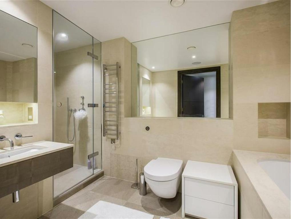 Buckingham Gate Luxury Apartment, London, UK - Booking.com on Apartment Bathroom  id=72236