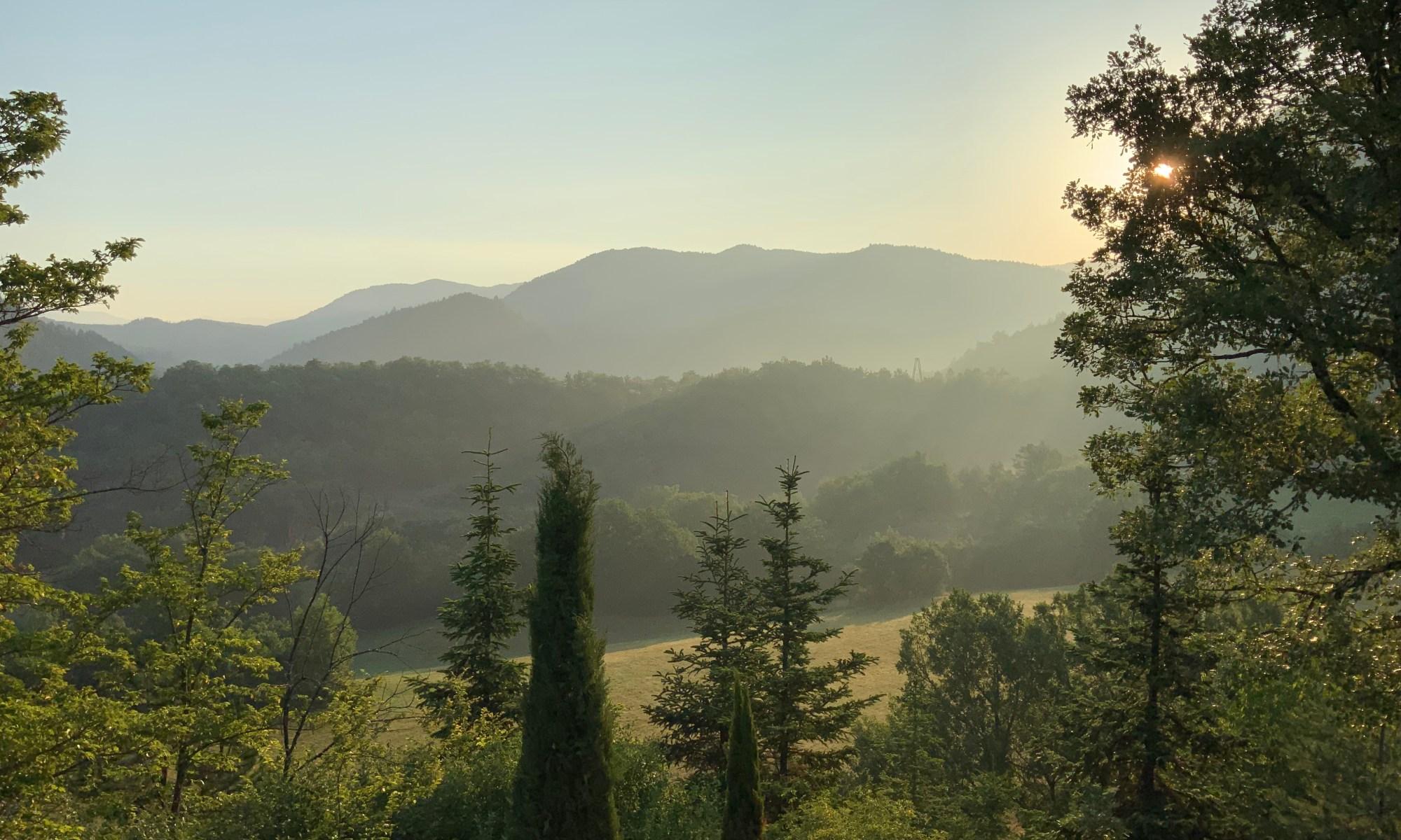 Paysage au lever du soleil dans les Alpes de Hautes-Provence