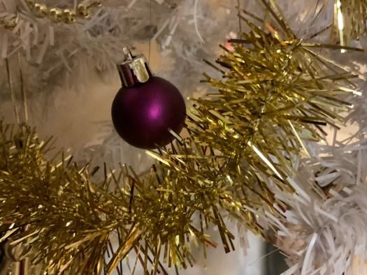 Boule et guirlandes de Noël
