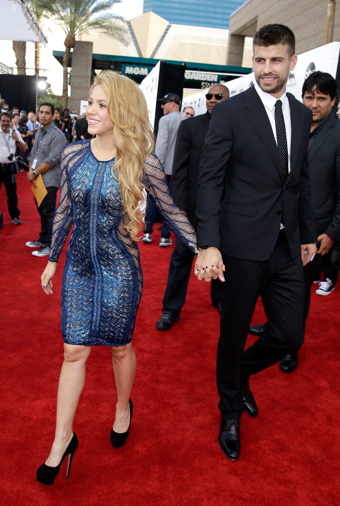 Shakira Gets Frisky With Gerard Piqu At The Billboard