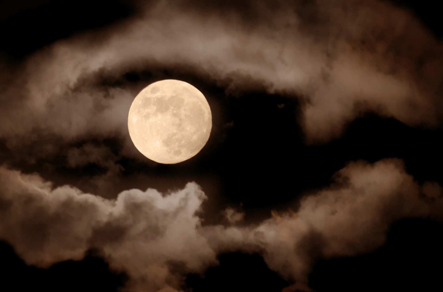 Full Moon Could Spur Bad Sleep Study Suggests