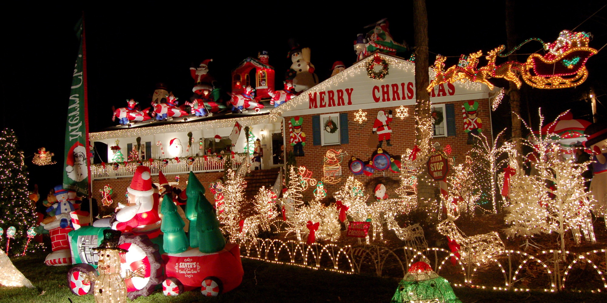 9 Tacky Christmas Decorations That Will Ruin The Holidays