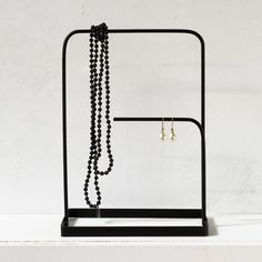 A minimalist jewelle