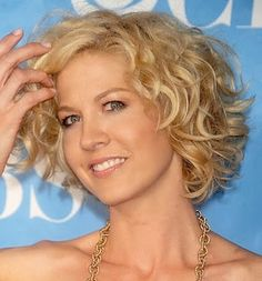 Love Short Curly Hairstyles Wanna Give Your Hair A New Look Is Good Choice For You Here Will Find Some Super Y
