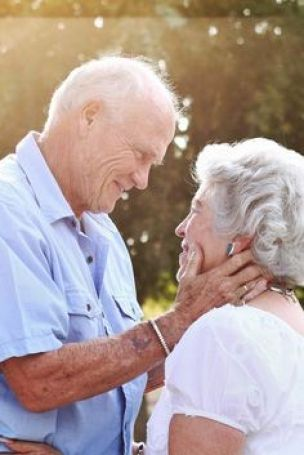 É Que Um Carinho, Às Vezes, Faz Bem... Amor, carinho, dedicação neste casal de idosos.