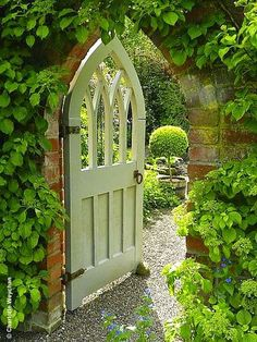"The Galloping Gardener: ""Must See"" British gardens - Wollerton Old Hall, Shropshire"