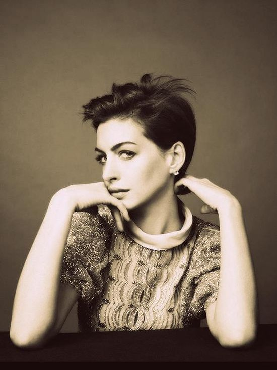 #annehathaway and her #pixie #hair