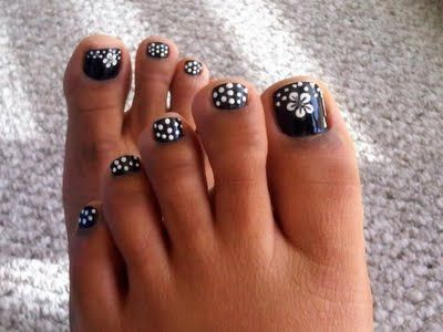 Cute design for summer toe nails :)