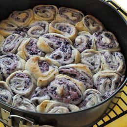 Yummy breakfast for holdiays! Blueberry cream cheese monkey bread!..