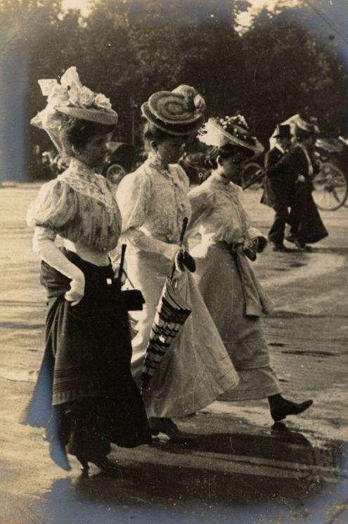 Paris street style, 1906 (Edward Linley Sambourne):