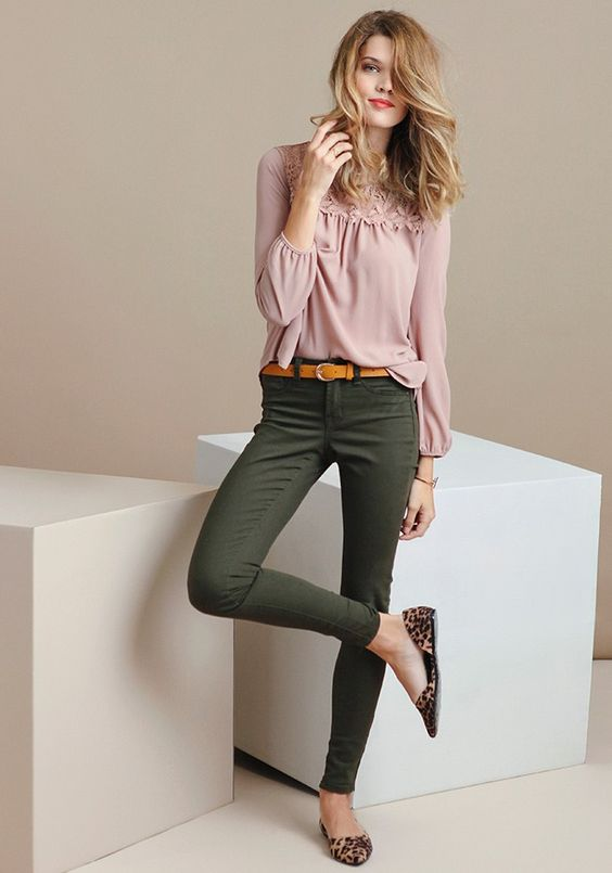 A wardrobe essential, these olive-green jeans are designed with a tapered fit and a classic five-pocket design. Complete with front button and zipper closures, these pants add subtle color to you...: