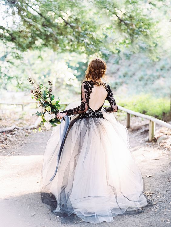 Photography : Luna de Mare Read More on SMP: http://www.stylemepretty.com/2015/10/30/edgy-black-lace-wedding-inspiration/: