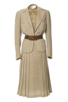 Tailored suit, Jeanne Paquin, Spring/Summer 1937. #Modest doesn't mean frumpy. www.ColleenHammond.com #style #fashion: