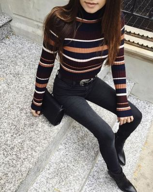 This turtleneck outfit is so cute for fall!