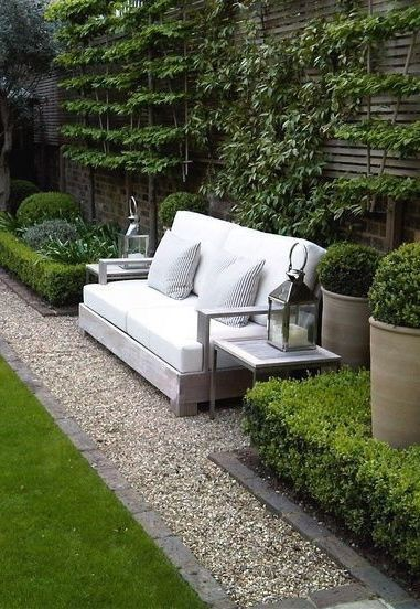 garden sitting area with gravel carpet