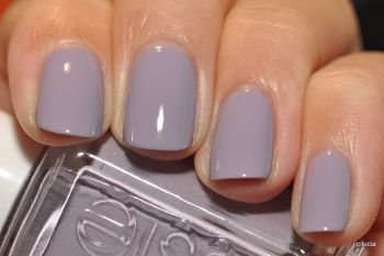 it is a beautiful pale purple the look is amazing and magnificent and beautiful and last but no least a crazy fun look: