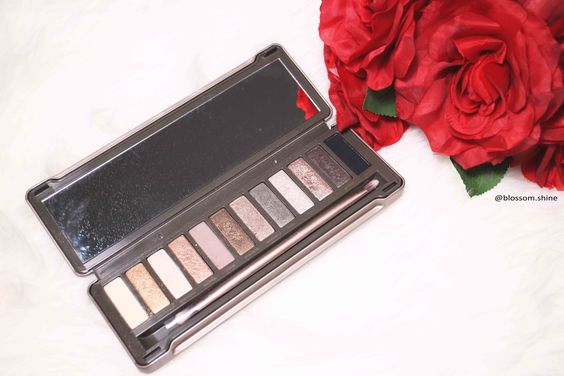 Urban Decay Naked 2 Palette - inside #ud #urbandecay #nakedpalette #naked2 #blossomshine: