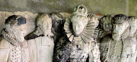 Stone Frieze Of Queen E1st - Hatfield House: