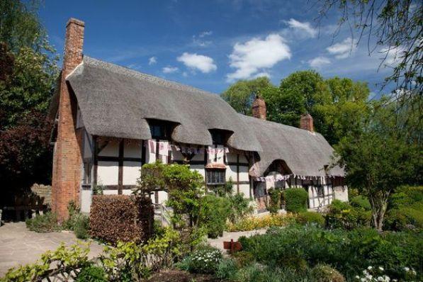 La Casa de Anne Hathaway, esposa de #Shakespeare, es uno de los lugares para #visitar en #Stratford. http://www.viajaralondres.com/ciudades-para-visitar-cercanas-a-londres/stratford-upon-avon/ #turismo #viajar #Inglaterra: