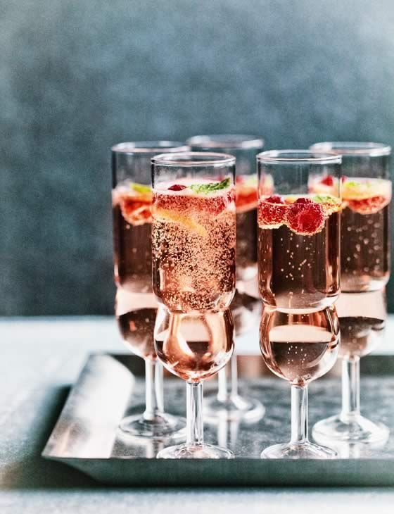 "intensefoodcravings: "" Rosé, Raspberry & Mint Fizz 