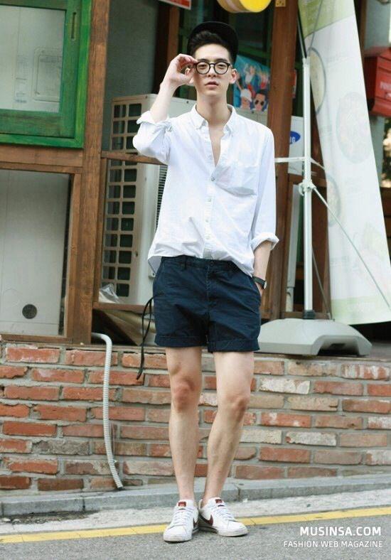 30代メンズの媚びないモテスタイルに白スニーカーが似合う