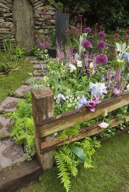 25 Stunning Garden Paths - Style Estate -: