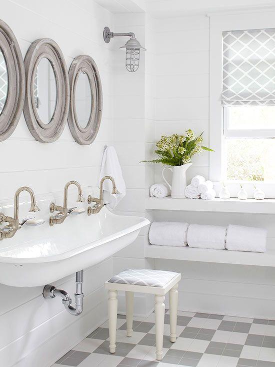 9 great kids bathroom ideas on the house bathroom for Bathroom wallpaper border ideas
