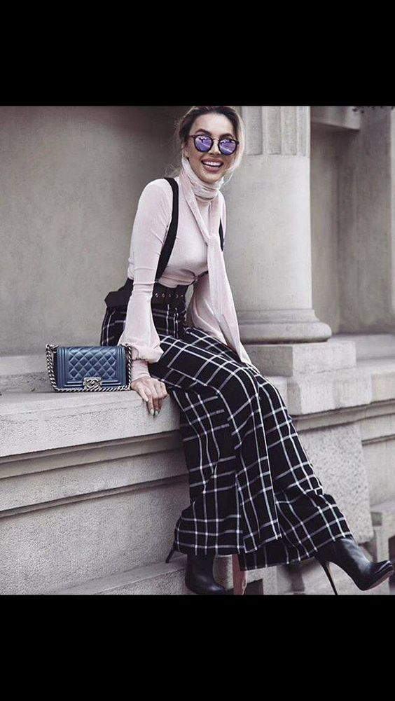 Chanel+pantalone vita alta palazzo+tacchi a spillo: