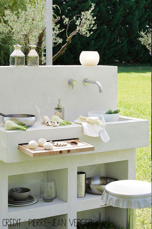 buitenkeuken in wit met een uittrekbare snijplank keuken keukens waar je blij van wordt on zink outdoor kitchen id=25076
