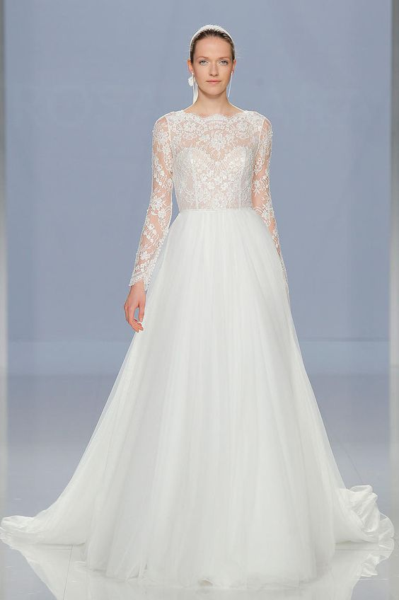 Long Sleeve Lace Wedding Dress with Tulle Skirt | Rosa Clará Spring 2018 | http://trib.al/95GzdEH: