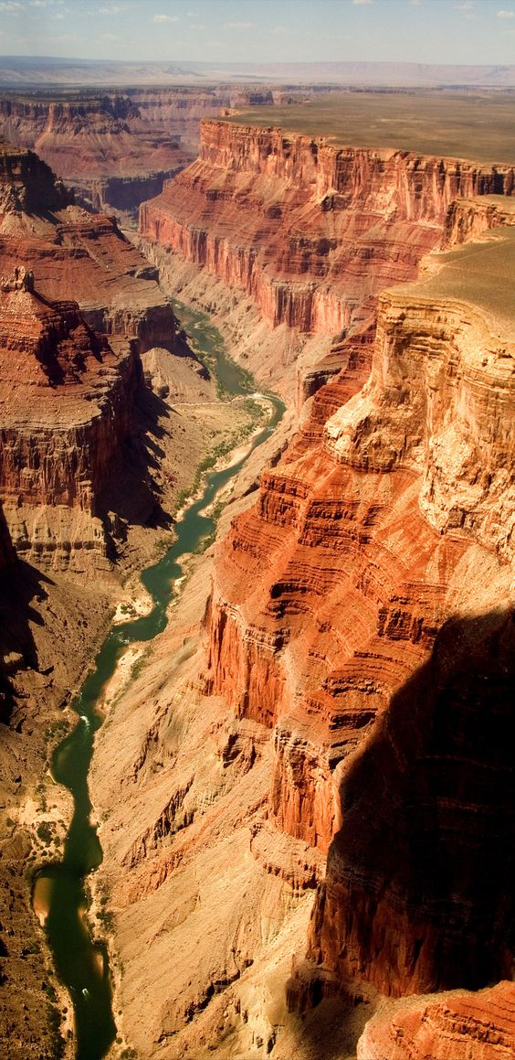 Parque Nacional do Grand Canyon, Arizona Considerado uma das sete maravilhas do mundo, o Grand Canyon é gigantesco e mundialmente famoso por suas formas e esculturas geológicas.