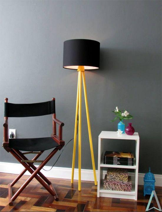 Luminária feita com cabos de vassoura: