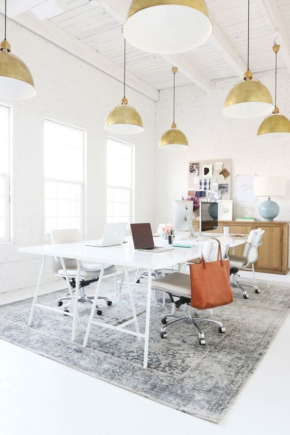 Werkplek inspiratie | Lichte werkplek met stoere, industriële details