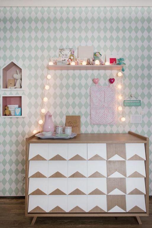Quarto de bebê menina - Decoração moderninha - Rosa e verde - Cômoda trocador ( Projeto: Triplex Arquitetura | Fotos: Manu Oristanio ):