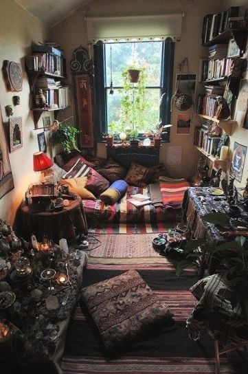 Oh. My. Gosh. What an amazing sacred space! I hope to have something like this someday soon! (Wicca Gatherings):