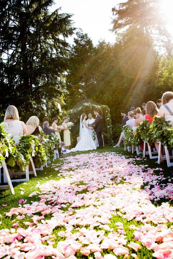 want this gorgeous aisle of petals ...: