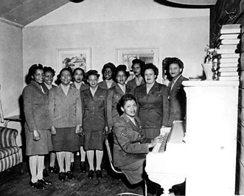 53fac554a9b7205367d1850dab9282da 20 Patriotic Pictures of Black Women in the Military